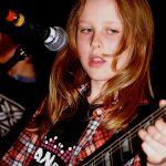 bg-girl-guitar